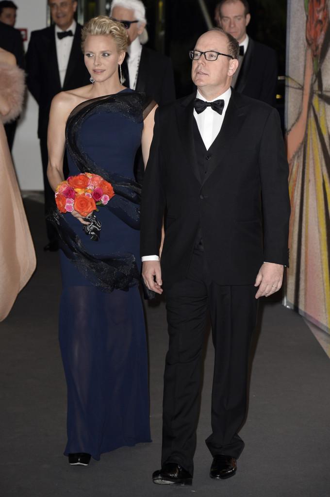 Charlene e il principe Alberto elegantissimi al Ballo della Rosa