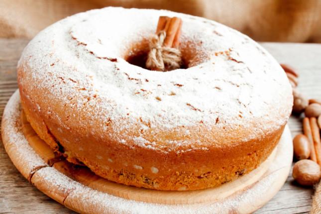 ciambellone, il dolce classico della prima colazione italiana