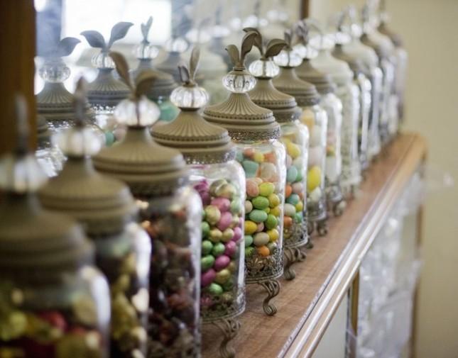 Sempre più spesso le tradizioni vengono lasciate da parte in favore di confetti che meglio si adattano agli allestimenti scelti per i festeggiamenti