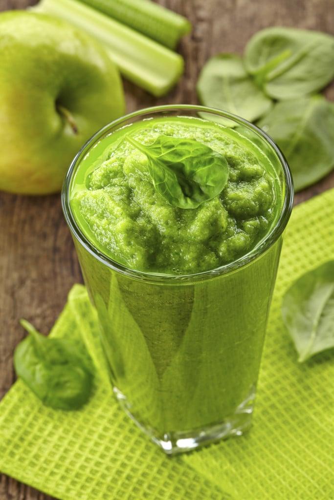 frulalto verde con sedano, mela e basilico fresco