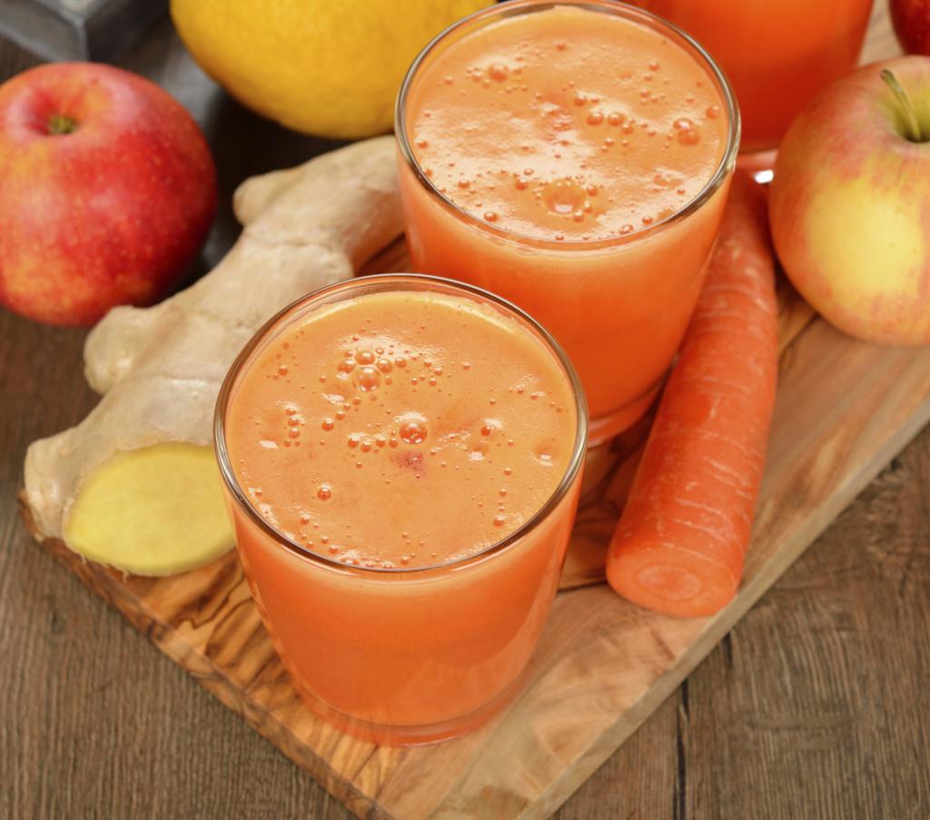 fresco frullato di mela e carota