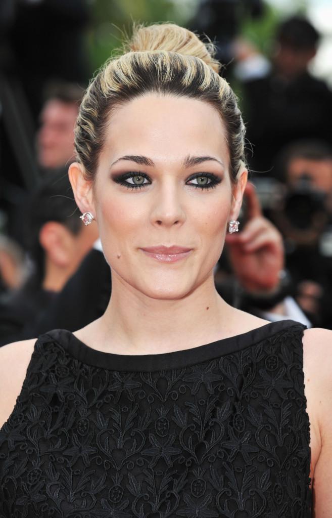 Laura Chiatti: la bellissima attrice ci regala uno sguardo sexy , grazie ad uno smokey nero accompagnato da un semplice gloss