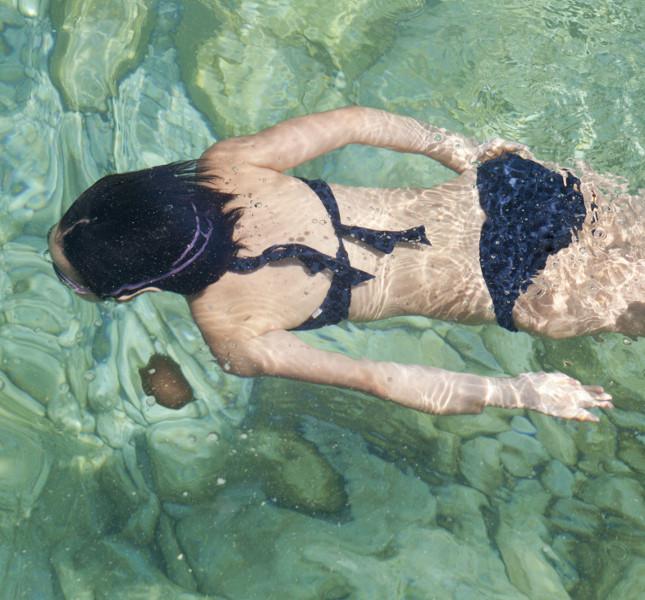 Ragazza che nuota