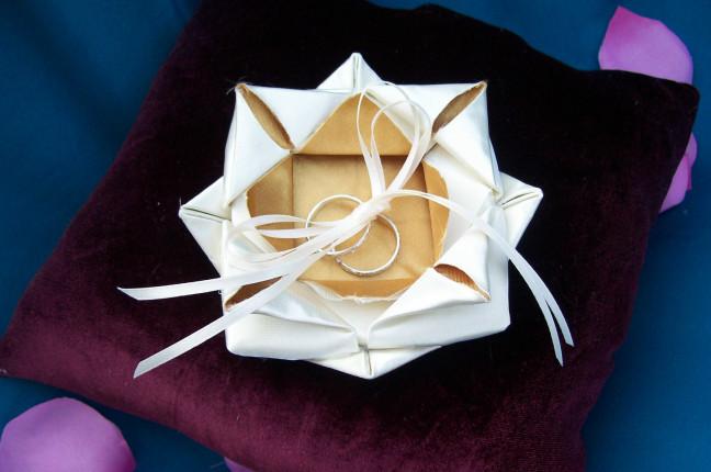 porta fede realizzato con tecniche origami