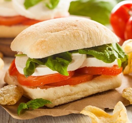 Per tifare la nazione azzurra non può mancare un panino tricolore, che potete proporre anche come finger food