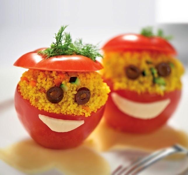 Simpatici pomodori ripieni di cous cous e verdure che apprezzeranno anche i bambini