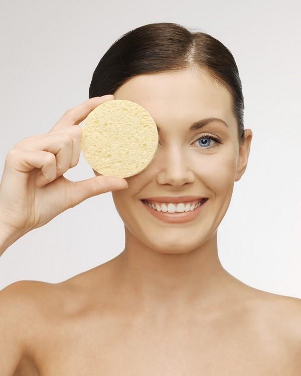 lo scrub esfolia la pelle e la prepara a ricevere altri prodotti skincare