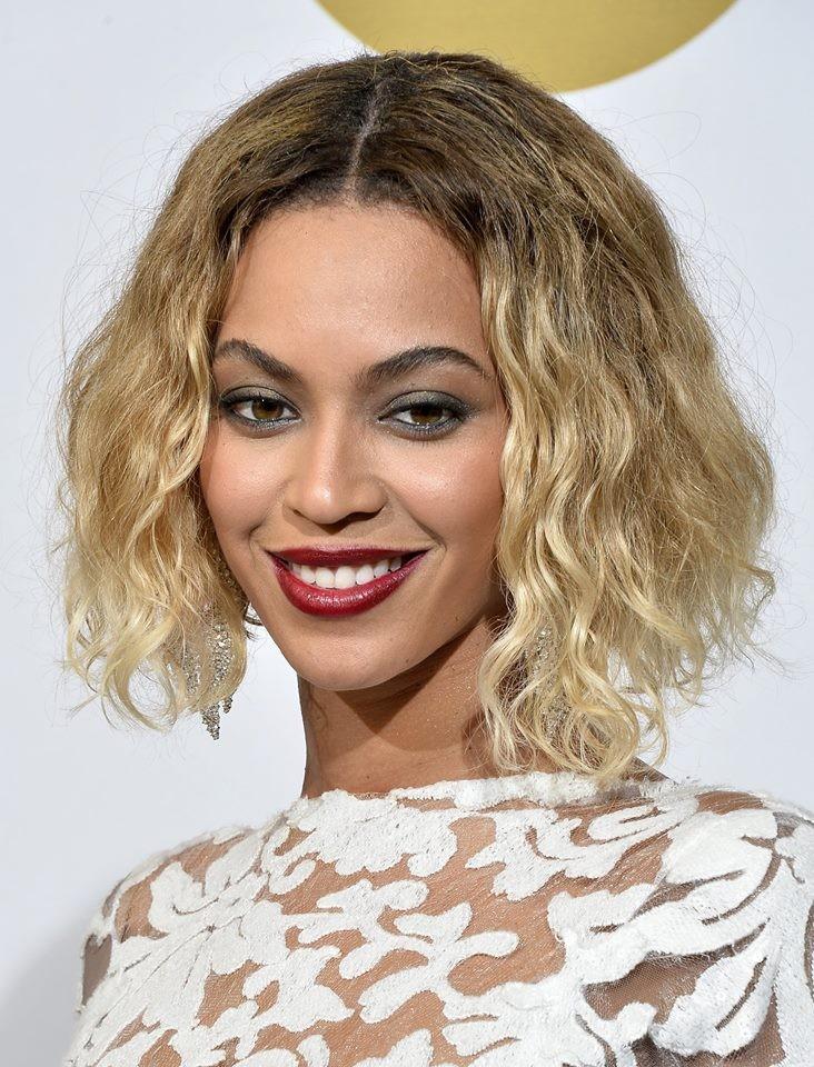 Beyoncé: uno sguardo intenso con un semplice smokey chiaro sui toni del grigio