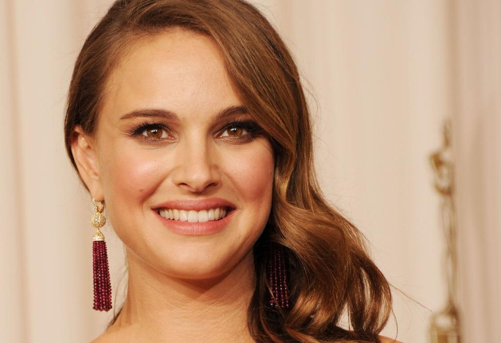 Bronde look di Natalie Portman che sfoggia un bronde leggermente più scuro delle altre star