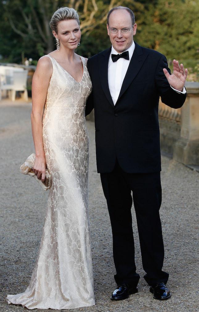 Charlene ed il principe Alberto posano per i fotografi dopo lo Yorkshire Variety Club Golden Ball