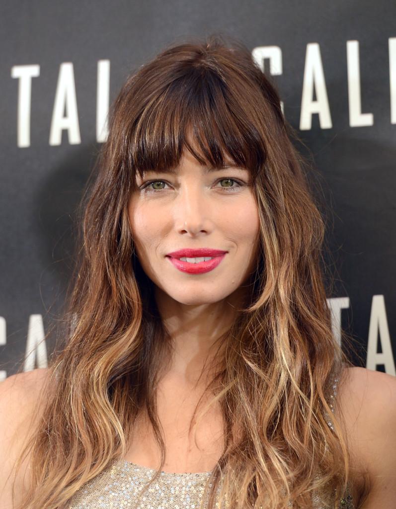 L'attrice sfoggia lo stesso stile ma con i capelli effetto ombrè e il risultato è ancora più bello