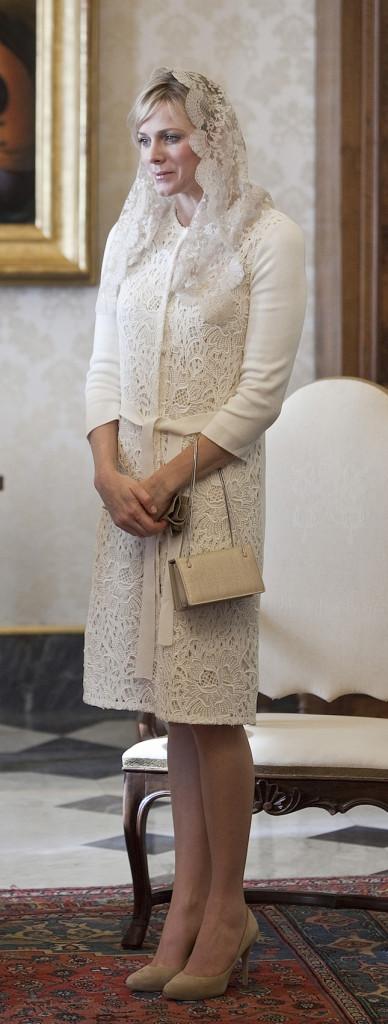 Un abbigliamento elegante in occasione dell'incontro con il papa