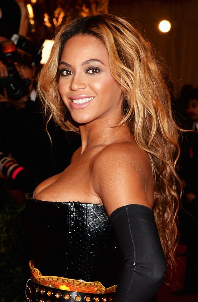 Beyonce sfoggia molto spesso una chioma ondulata, soprattutto nei suoi concerti