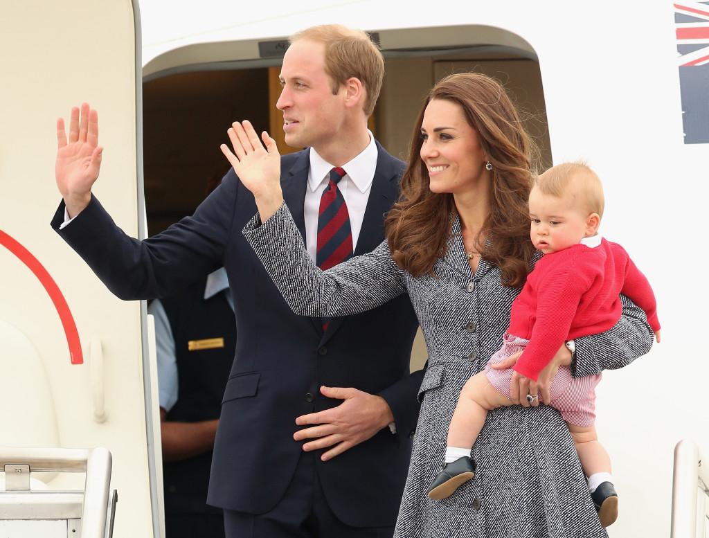 Kate, William e George di Cambridge atterrano a Canberra