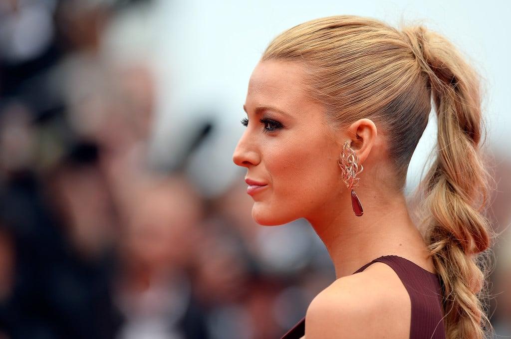 La treccia spettinata al punto giusto sfoggiata a Cannes da Blake Lively