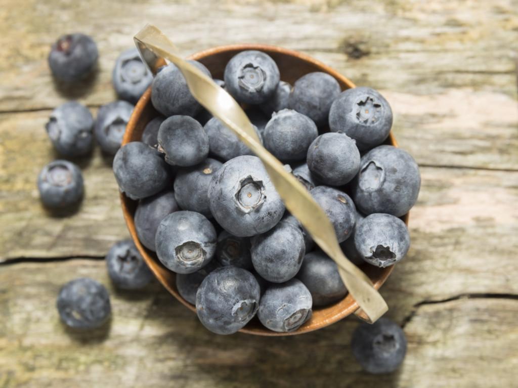 Frutti viola come mirtilli sono ricchi di atociani che aiutano a preservare dalle malattie cardiovascolari