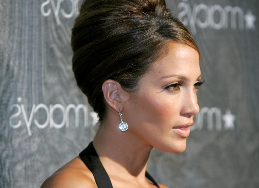 Jennifer Lopez è la star di origini latine che ha conquistato Hollywood, i suoi capelli sono il suo segno distintivo