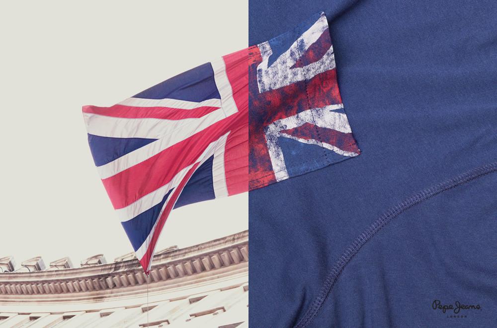 Perfetta fusione tra la Union Jack stampa su un capo d'abbigliamento e quella mossa dal vento su un palazzo della città