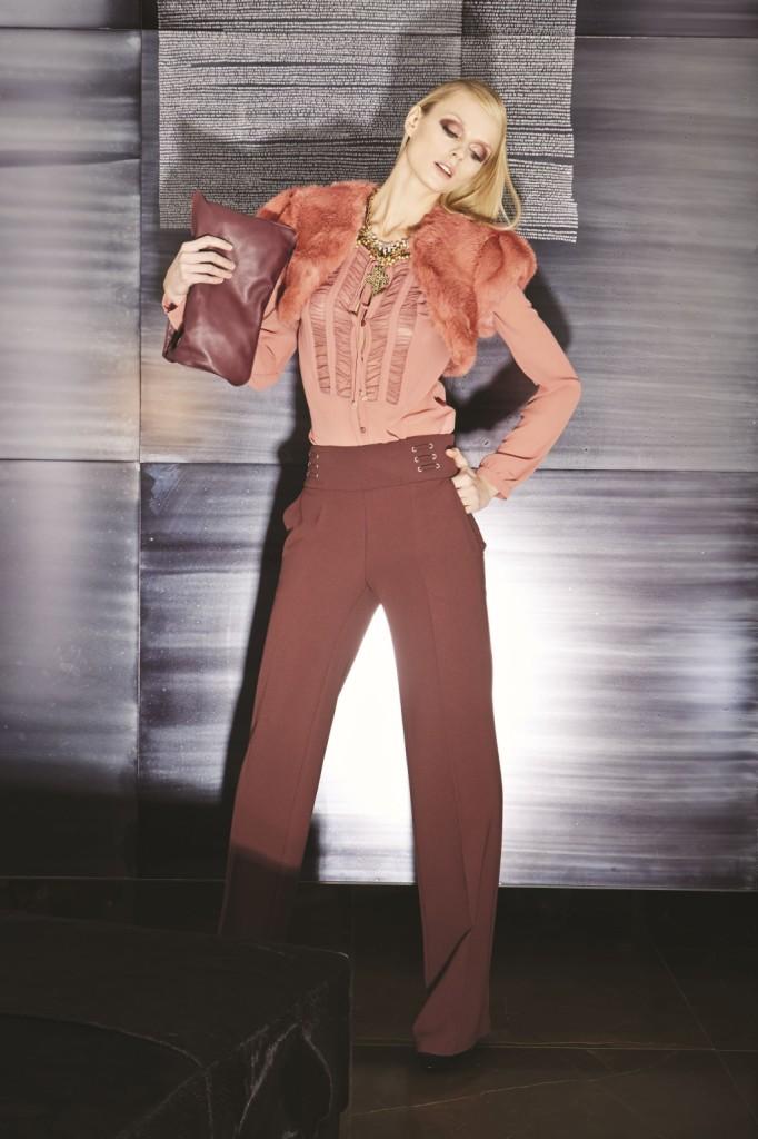 Elengante e sofisticato questo outfit Impeccable con caposcala in pelliccia