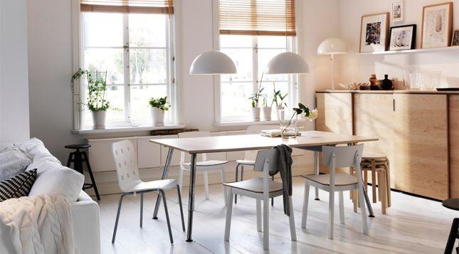 Ikea prropone di allestire l'angolo studio in sala da pranzo utilizzano il tavolo come scrivania...