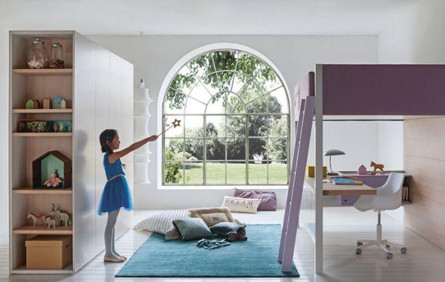 L'angolo studio inserito in sistema a ponte Battistella crea una stanza nella stanza