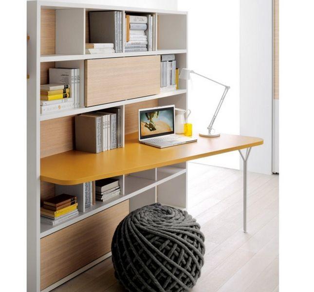 L'angolo studio con sistema di mensole Clever è l'ideale quando lo spazio è poco e può essere allestito in un armadio a muro