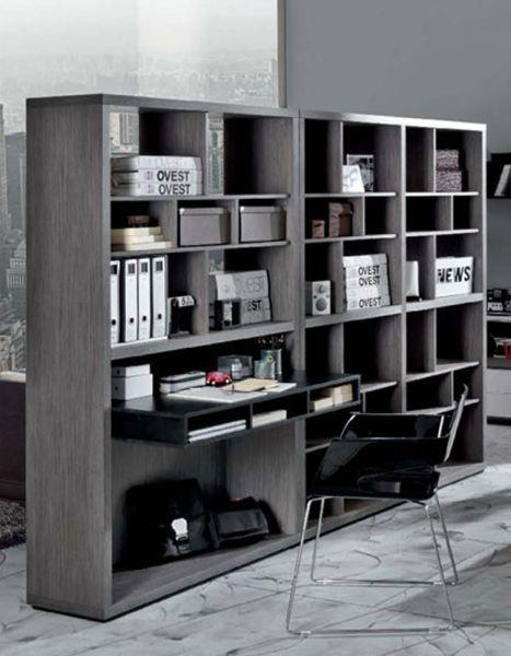 La libreria bifacciale è un'ottima soluzione per creare un angolo studio in salotto, come si può vedere con il modello firmato Di Liddo e Perego