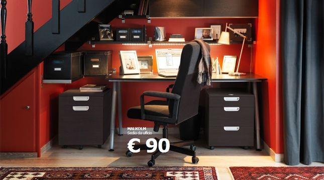 L'angolo studio nel sottoscala è una soluzione pratica e di design, come dimostrano le proposte di Ikea