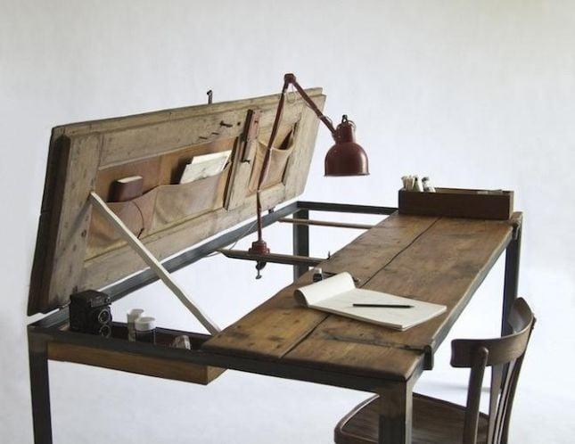 Lo scrittoio tavolo ribaltabile NigelHeight è una soluzione elegante e non usuale per allestire un angolo studio a scomparsa