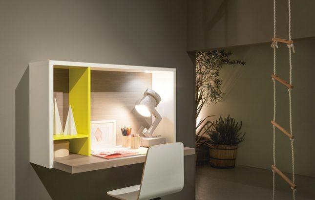 Le soluzioni per allestire un angolo studio funzionale e di design non mancano neppure quando lo spazio è poco, come dimostra lo scrittoio Yucca Battistella