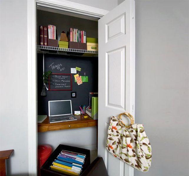 Un angolo studio a scomparsa dentro un armadio a muro: la proposta dello studio di architettura Martino Design