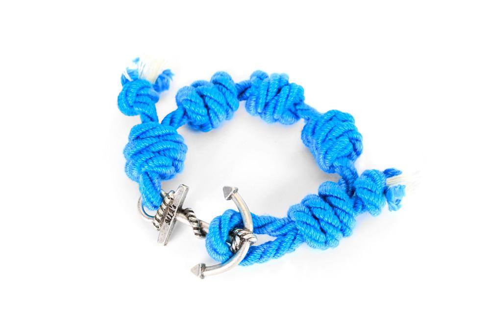 Mia's, SUMMER TOUR Collection: il braccialetto azzurro e argento Saint Barth. Prezzo 35 euro