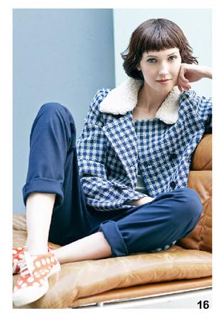 cappotto a quadretti, pantaloni ampi blu e sneakers a pois, di Bensimon, della collezione autunno-inverno 2014-15