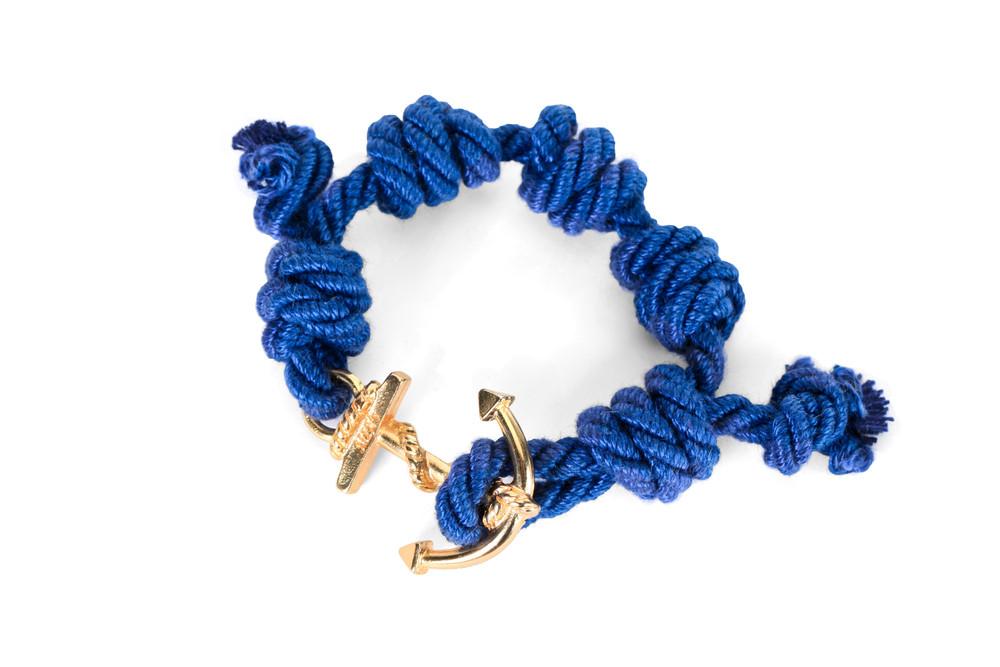 Mia's, SUMMER TOUR Collection: il braccialetto blu e oro Panarea. Prezzo 35 euro