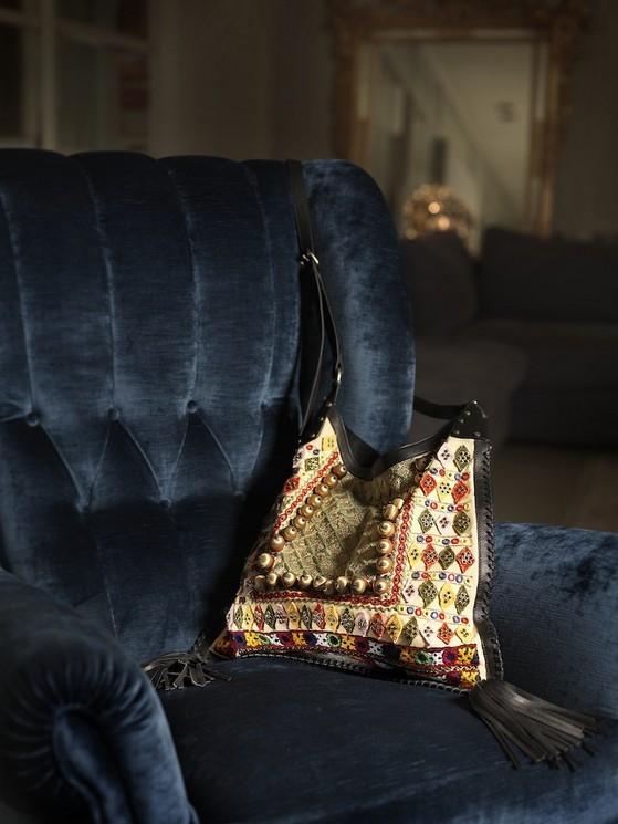 Borse a spalla modello Roost Bag, dalle dimensioni small, stampa colorata in cotone, con chiusura a calamita, di Borbonese collezione 2014.
