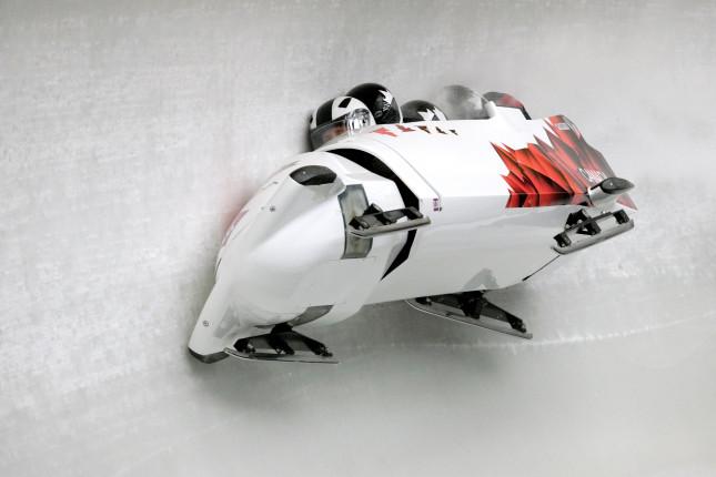 L'incidente del bob canadese: un volo sul ghiaccio a 130 Km/h
