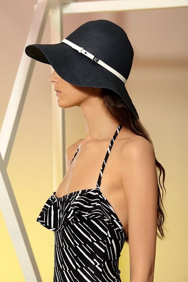 Cappello chic, nero con cinta sottile bianca, di Kenzo
