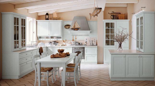 La cucina modello Newport di Veneta Cucine in rovere con maniglie in metallo lucido