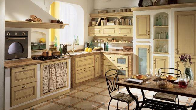 La cucina modello Belvedere di Scavolini interpreta lo stile country chic con superfici verniciate finitura intonaco o rustico o rivestite con mattonelle rustiche