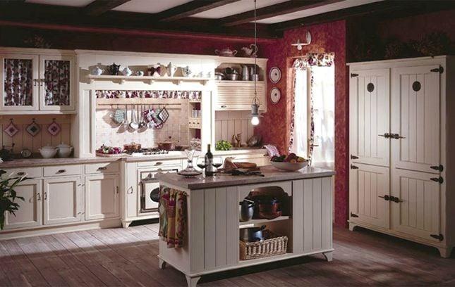 Diegi propone una versione molto calda dello stile country chic con la cucina modello Linda avorio anticato