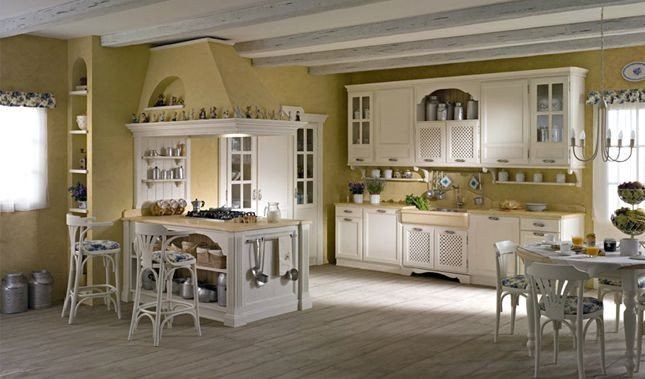 La cucina modello Linda in castagno laccato di Diegi è accogliente, funzionale e charmant