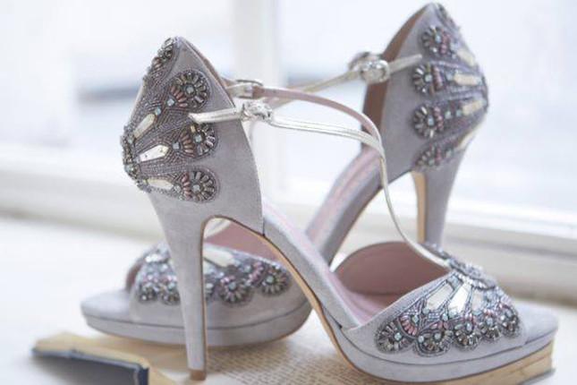 Emmy Scarterfield è la designer di queste scarpe dal gusto retro e raffinato