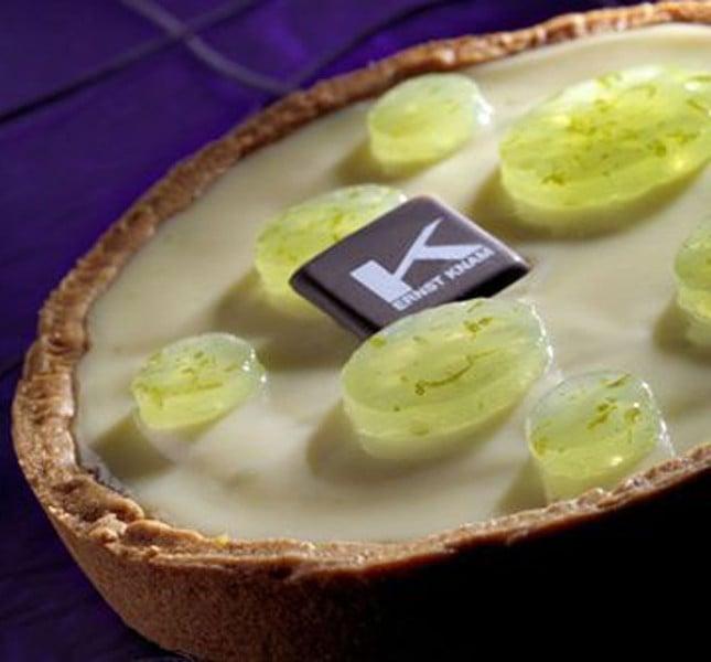 Una scelta di classe e prettamente estiva: la torta al lime, aloe vera e cioccolato bianco di Ernst Knam: il Re del cioccolato!