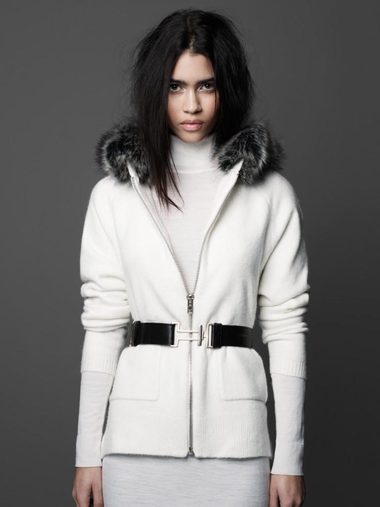 Giacca con cintura e pelliccia ecologica