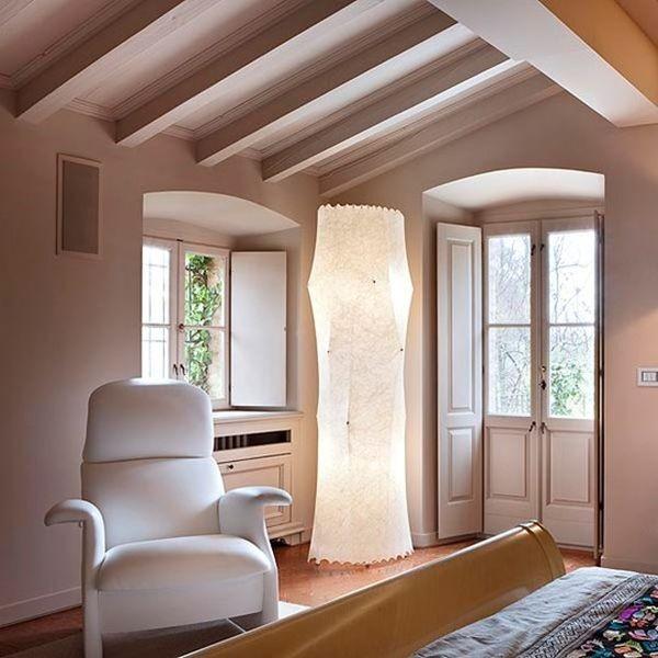 La lampada Fantasma di Tobia Scarpa, realizzata con la tecnica Cocoon