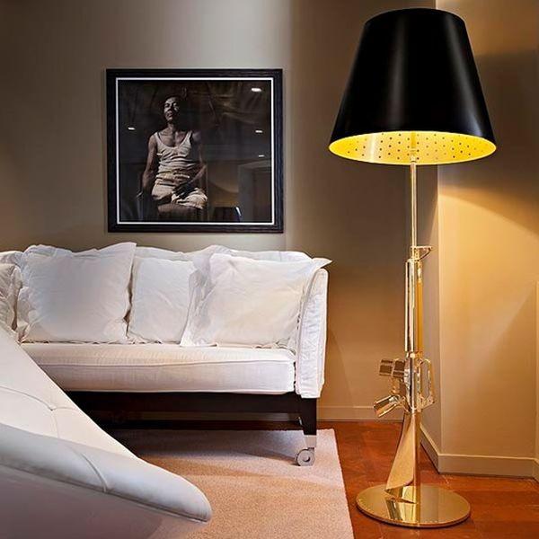 La lampada Guns - Lounge Gun di Philippe Starck nella versione con corpo in oro