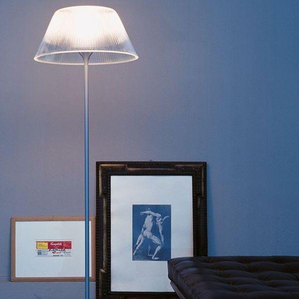 Romeo Moon F di Philippe Starck è una lampada da pavimento elegante, versatile e perfetta per diversi tipi di ambiente