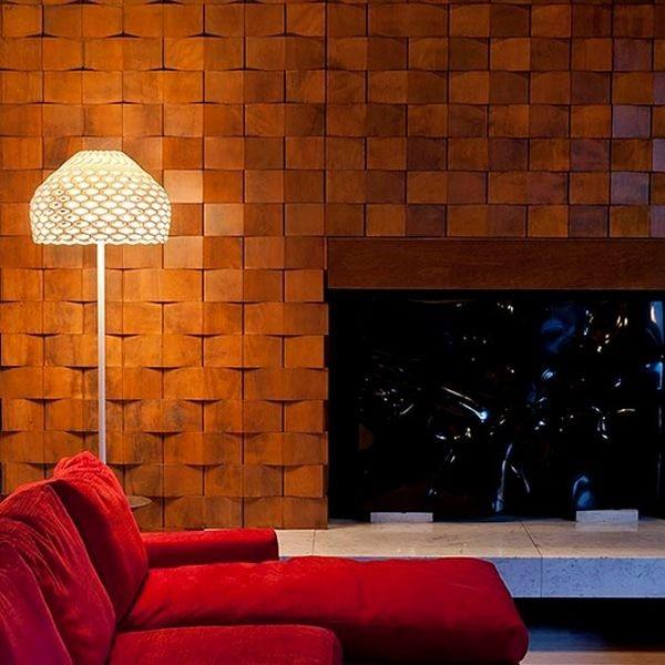 La lampada Tatou F di Patricia Urquiola presenta una caratteristica lavorazione ad alveare per una luce calda e avvolgente