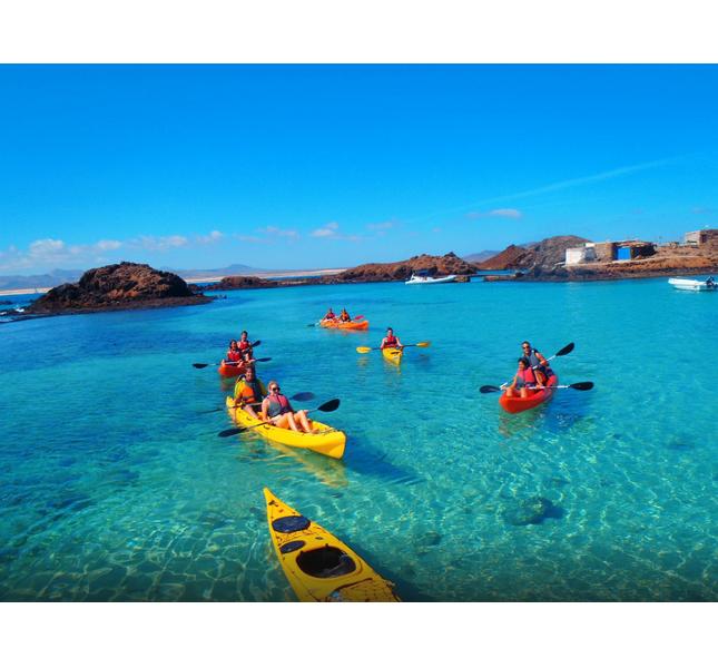 Divertimento sotto e sopra l'acuq con Fuerteventura Kayak Snorkeling