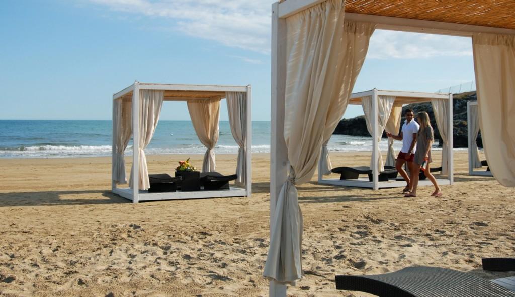 I gazebo sulla spiaggia del Gusmay Resort